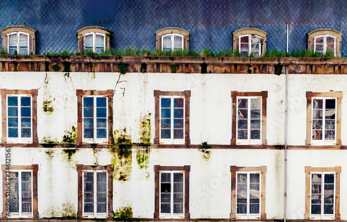 Photo Facade of ancient house in Asturias