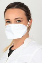 Jeune Femme Portant Un Masque ...