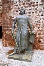 Estatua De Rey Sancho I En La ...