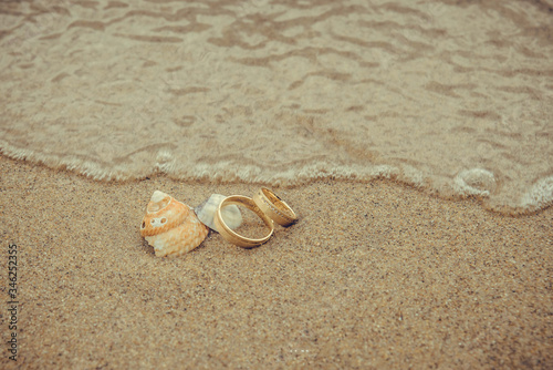 Fototapeta alianças na praia