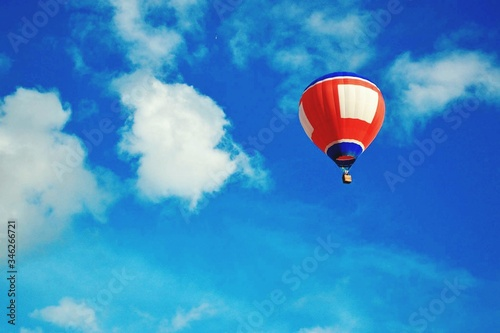 Fotografiet Low Angle View Of Hot Air Balloon