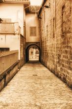 Narrow Passage Under A Buildin...