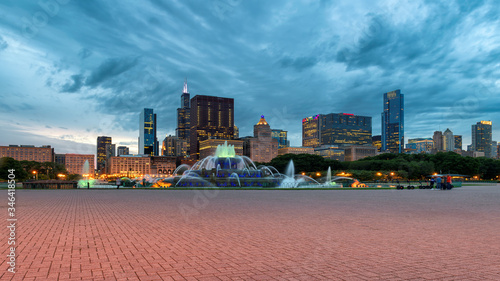 Buckingham fountain and Chicago downtown at sunset,  Chicago, Illinois, USA фототапет