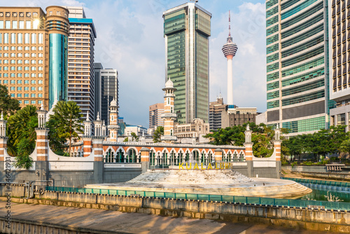 Photo The Sultan Abdul Samad Jamek Mosque, built 1909, located in the historical centr