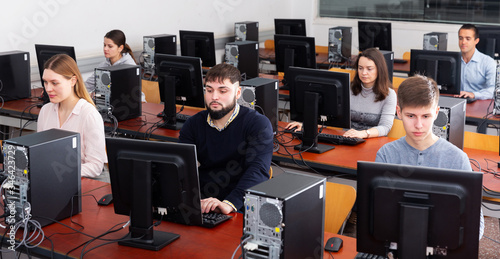 Photo Group of people learning to use computers in classroom