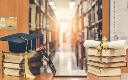 Photo Online education course, E-learning class and e-book digital technology concept