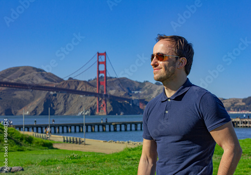 Платно Young man in San Francisco by Golden Gate Bridge