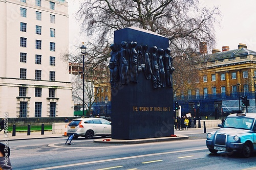 Fotografia Monument To The Women Of World War Ii On Street By Whitehall
