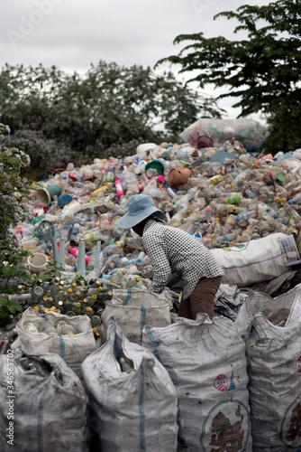 Fototapety, obrazy: burning plastic trash and rubbish mountain in Myanmar