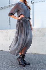 Ciemno szara kobieca sukienka, spódnica.