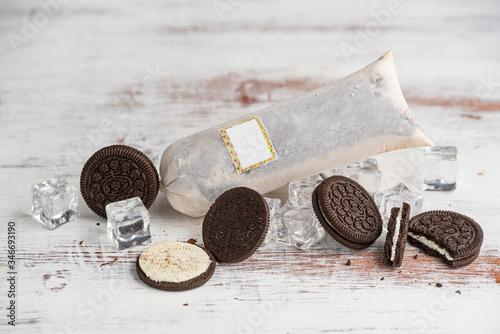 Cuadros en Lienzo helado de galleta de chocolate en bolsa