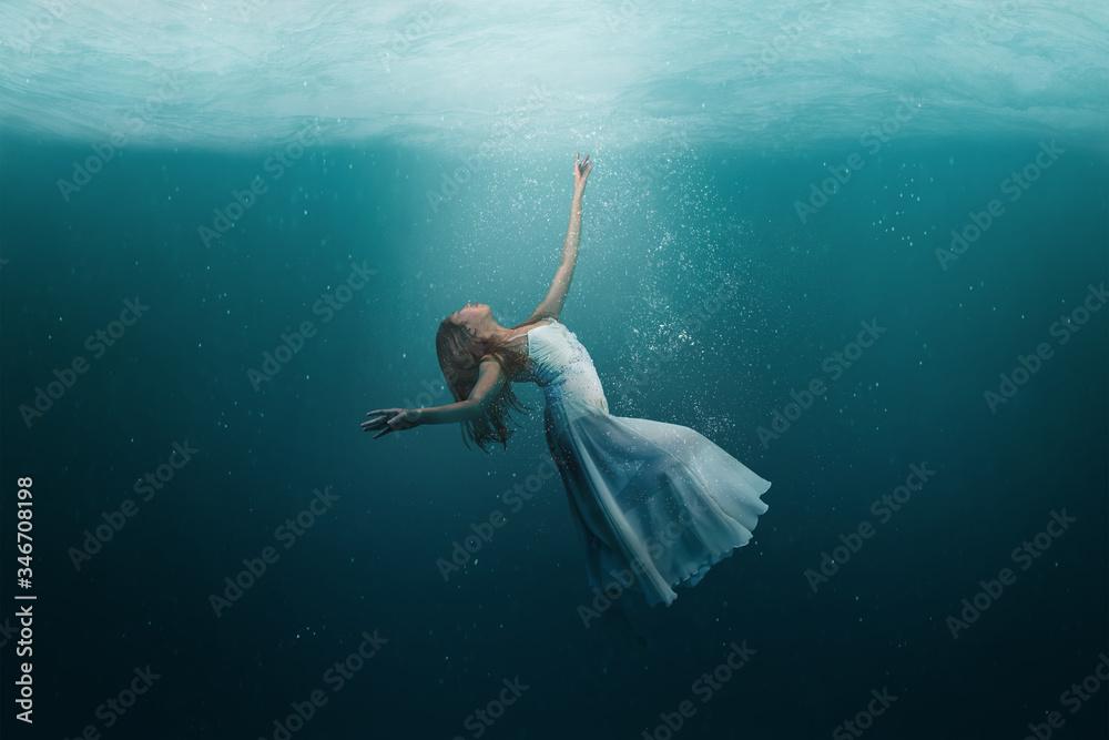 Fototapeta Dancer underwater in a state of peaceful levitation