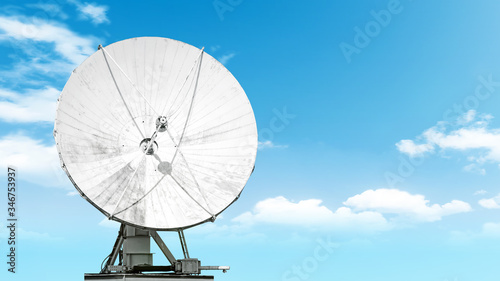 Photo satellite antenna isolated on blue sky background Front view of modern radio com