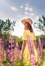 Teen Girl In Hat On Flowered S...