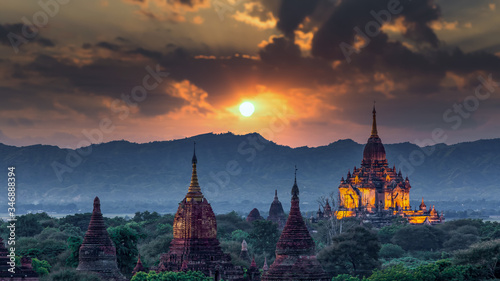 фотография Asian ancient architecture archaeology temple in Bagan at sunset, Myanmar ananda temple in the Bagan Archaeological Zone Pagodas and temple of Bagan world heritage site, Myanmar, Asia