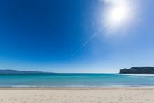 Foto Panoramica Della Sella Del Diavolo A Cagliari In Una Giornata Con Il Cielo Blu E Il Mare Calmo