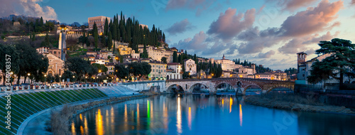 Photo verona cityscape sunset, Ponte Pietra, Verona, with Adige