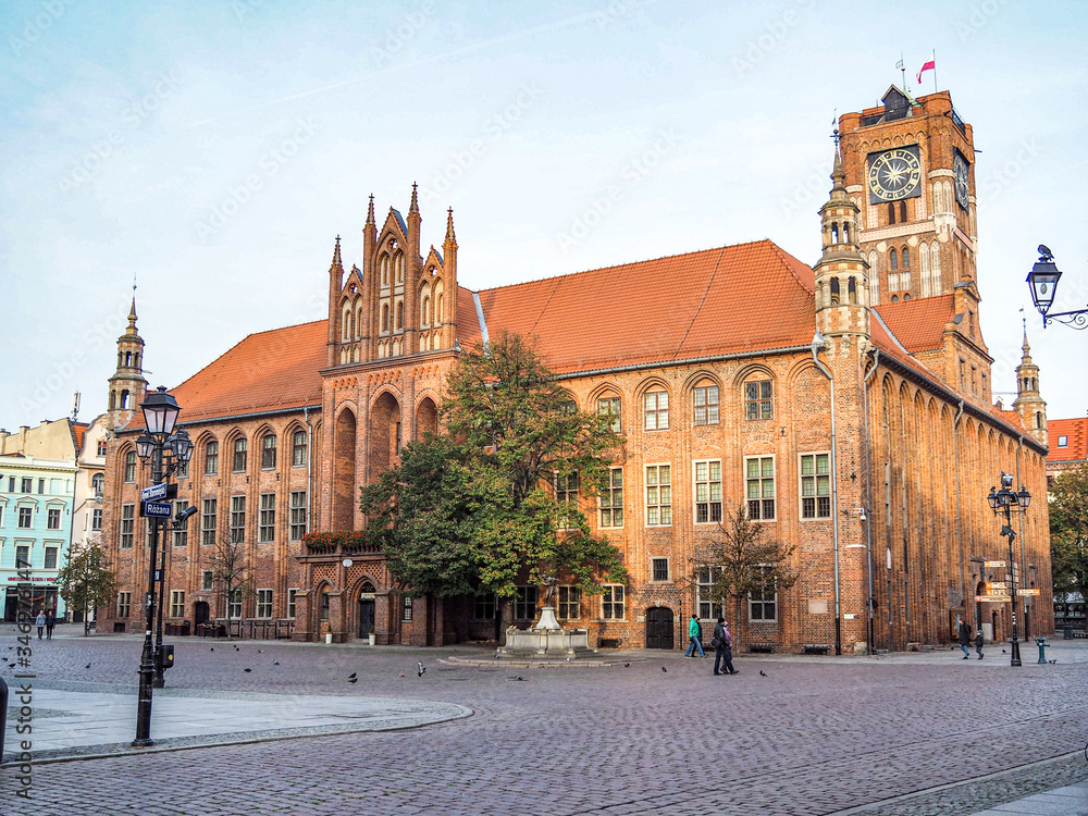 Fototapeta Torun City Hall, one of the most beautiful medieval buildings in Europe and UNESCO world heritage site.