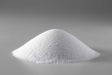 山盛りの塩 白い粉