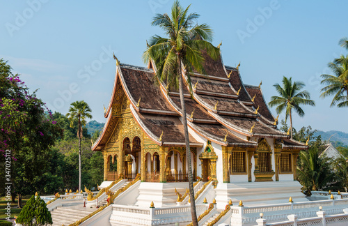 Photo An iconic Buddhist temple in the royal palace of Luang Prabang, the UNESCO world heritage site in north central of Laos