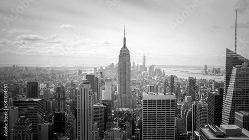 фотография Empire State Of Building In City Against Sky