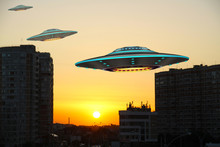 A Metal And Silver UFO Invasio...