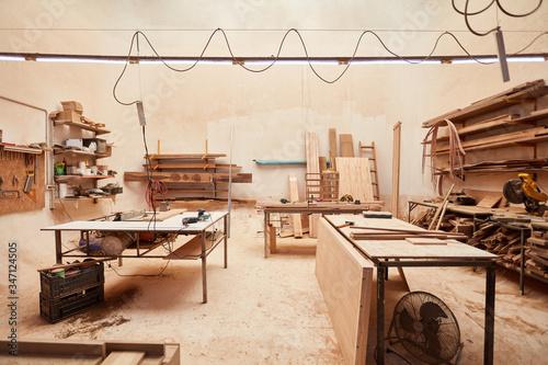 Großer Raum als Werkstatt einer Tischlerei Canvas Print