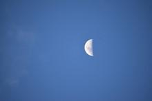 Vista Radiante De La Luna, En ...