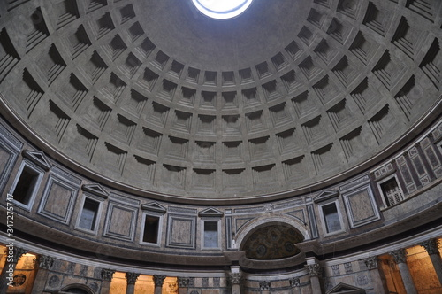 Canvas Low Angle View Of Pantheon Cupola
