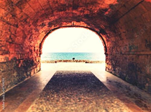 Obraz na plátně Sea Viewed Through From An Archway