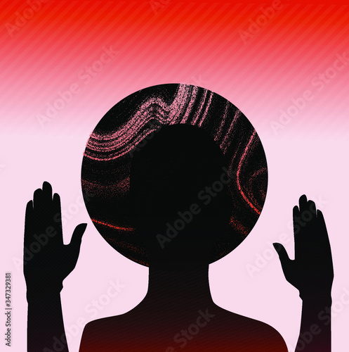 Photo Human silhouette with halo disk behind head and rised hands