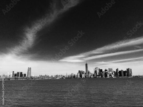 Cityscape By East River Against Sky Fototapet