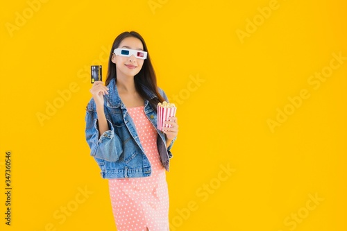 Portrait beautiful young asian woman ready to watch movie with popcorn and credi фототапет