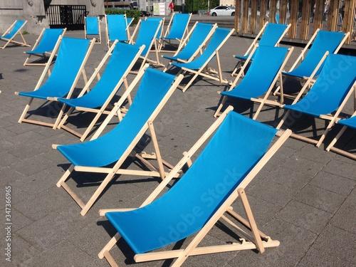 Fotografía Empty Blue Deck Chairs On Walkway
