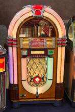 Details Of Retro Jukebox: Musi...
