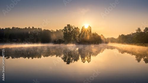 Fototapeta Wschód słońca nad zalewem obraz