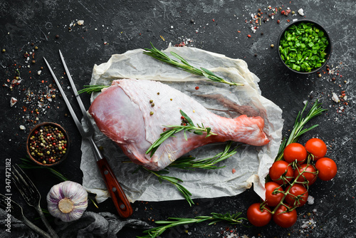 Obraz na plátně Raw turkey thigh with spices
