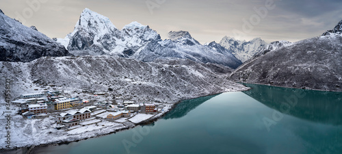 Fotografie, Obraz Panorama of Gokyo village and Gokyo lake from Gokyo Ri