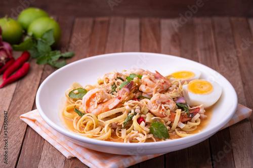 Photo Spicy Thai Banana Blossom Salad with shrimp and boiled egg (Yum Hua Plee)