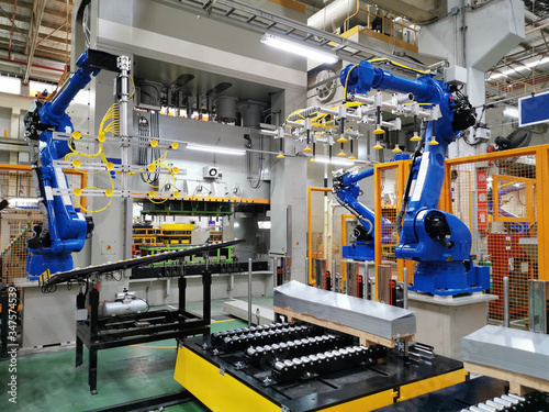 Industrial robot are test run process in assembly factory. Fototapet