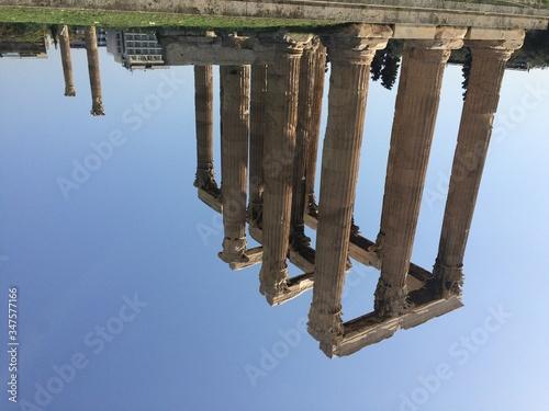 Foto Colonnades Against Sky At Temple Of Zeus