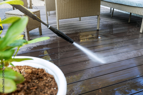Fototapeta cleaning wooden terrace planks with high pressure washer obraz