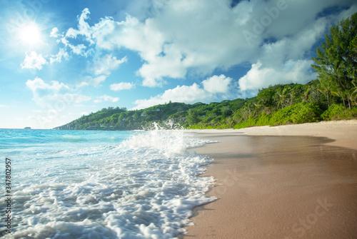 Fotobehang - beach in sunset time, Mahe island , Seychelles