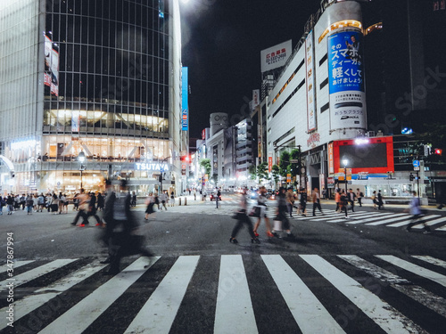 Cuadros en Lienzo People Walking On Zebra Crossing In City At Night
