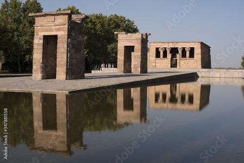 Photo Reflejos de El Templo de Debod en el Parque de Rosales de Madrid