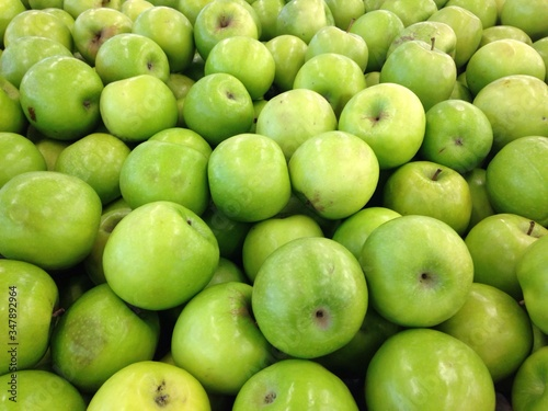 Photographie Full Frame Shot Of Granny Smith Apples At Market