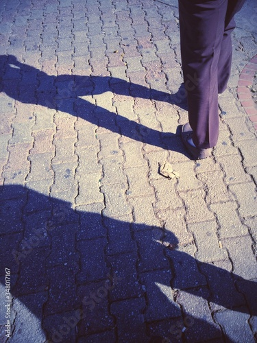 Carta da parati Man Walking On Pavement