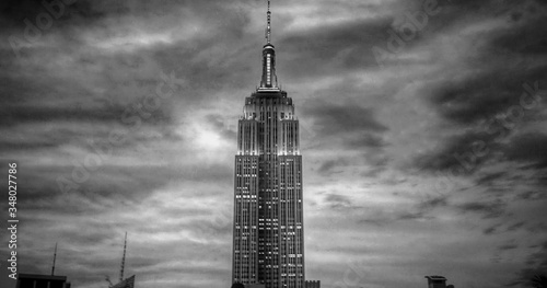 Fotografie, Obraz Empire State Building Against Cloudy Sky At Dusk