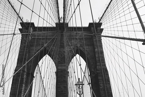 Fototapeta Low Angle View Of Brooklyn Bridge obraz na płótnie