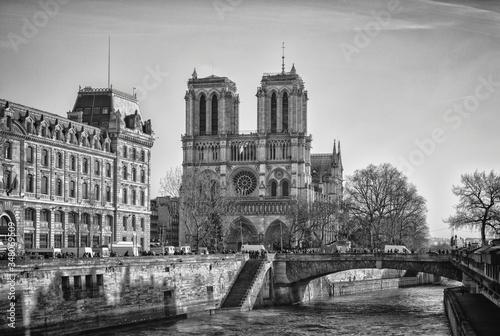 Fotografia Canal By Notre Dame De Paris Against Sky
